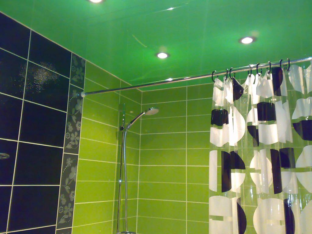 Натяжные потолки в ванную 11