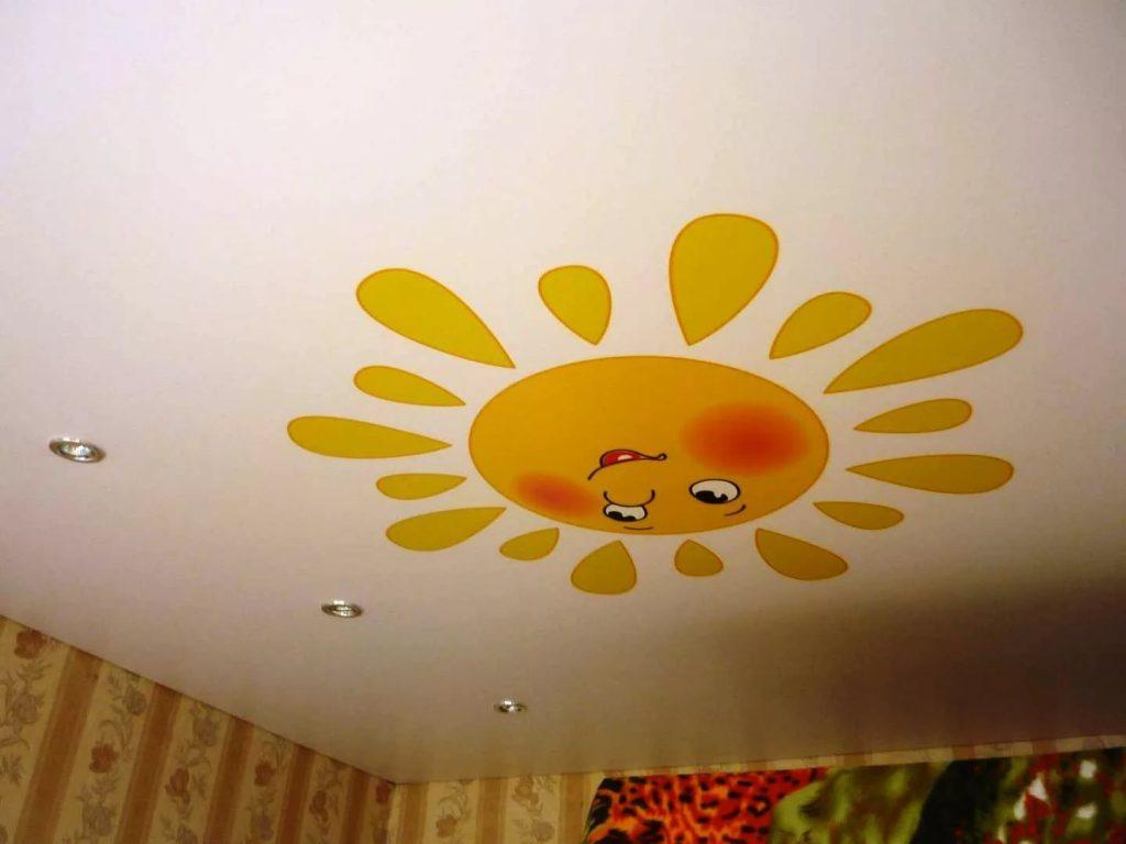 Натяжные потолки в детскую 1