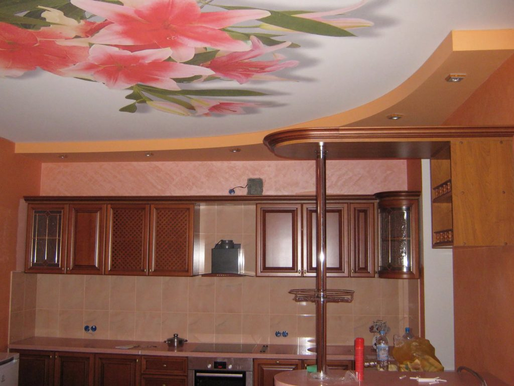 Натяжные потолки на кухню 1