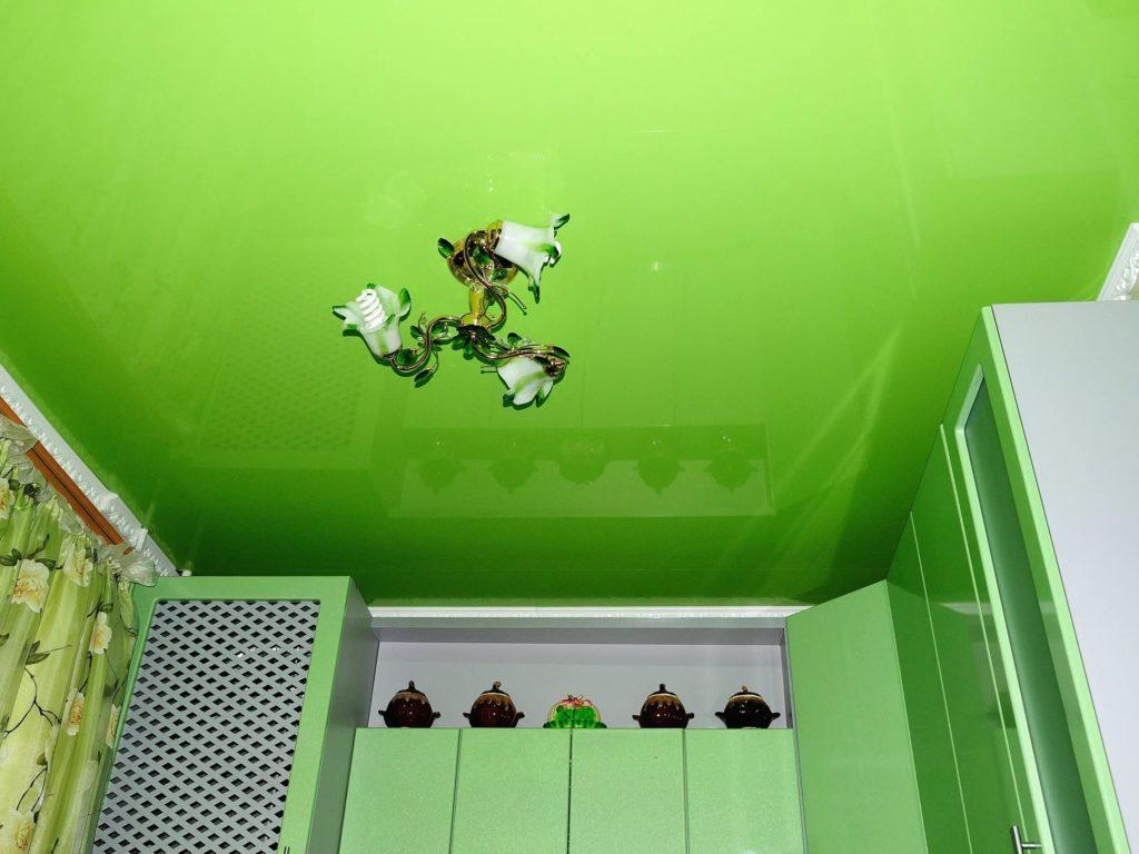 Натяжные потолки на кухню 10
