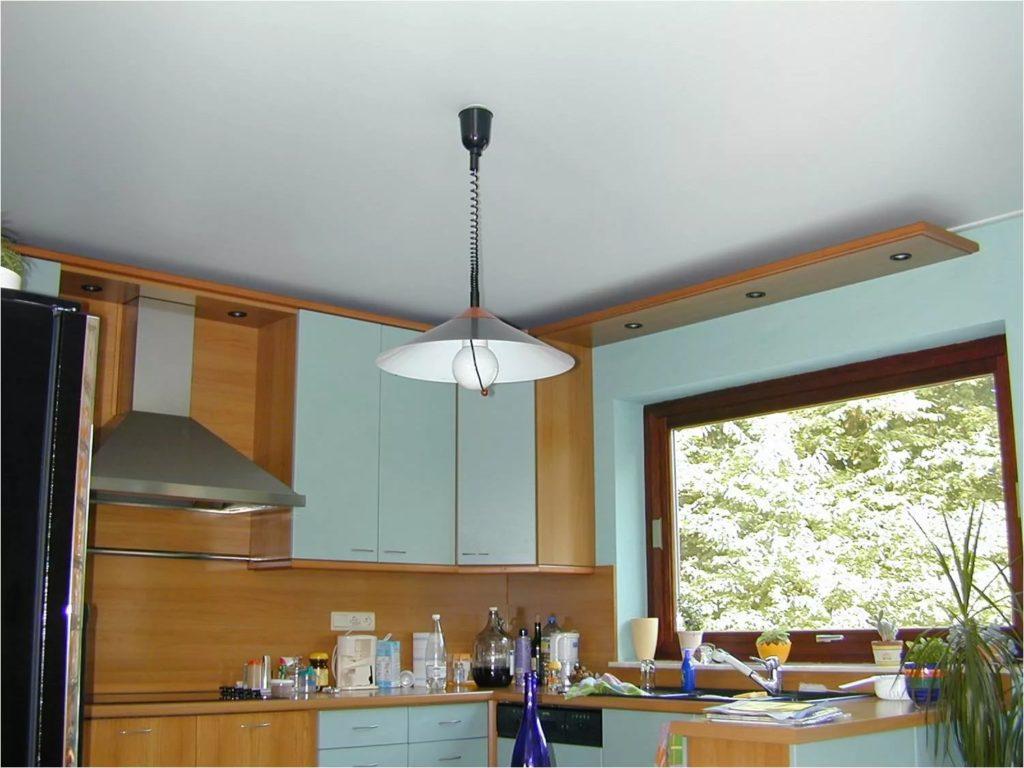 Натяжные потолки на кухню 13